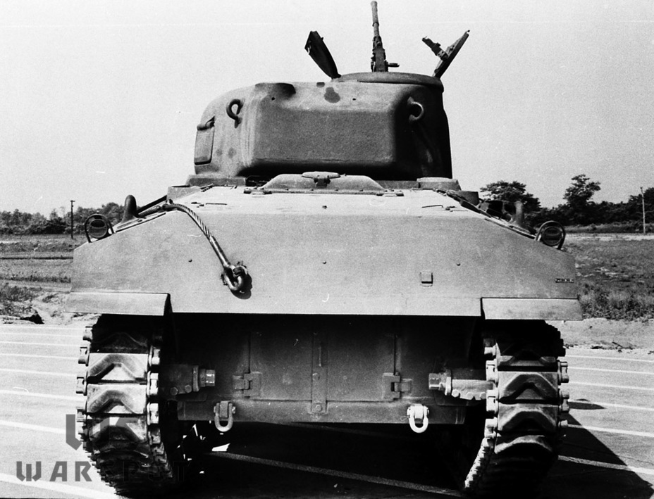 ​Two more signature features of the M4A4: a bulge in the engine deck above the radiator, a sloped rear plate, and a two-piece door to the engine compartment - A Tank for Allies | Warspot.net