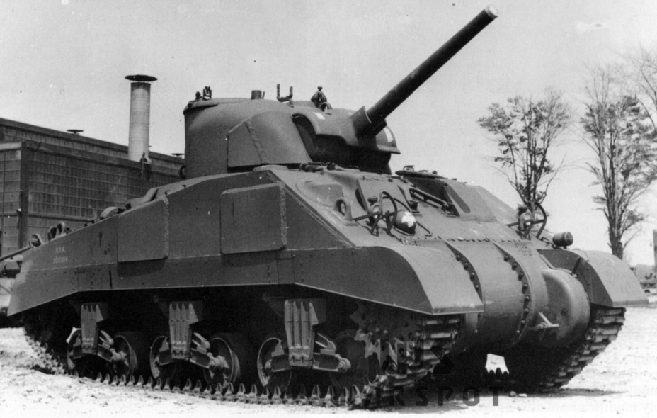 ​A typical M4A4 in its final configuration. The tank has additional hull and turret armour - A Tank for Allies | Warspot.net