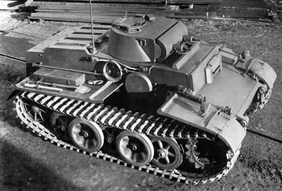 ​Unlike the prototype, the production tanks were equipped with radios - Pz.Kpfw.I Ausf. F: Pocket Tiger | Warspot.net