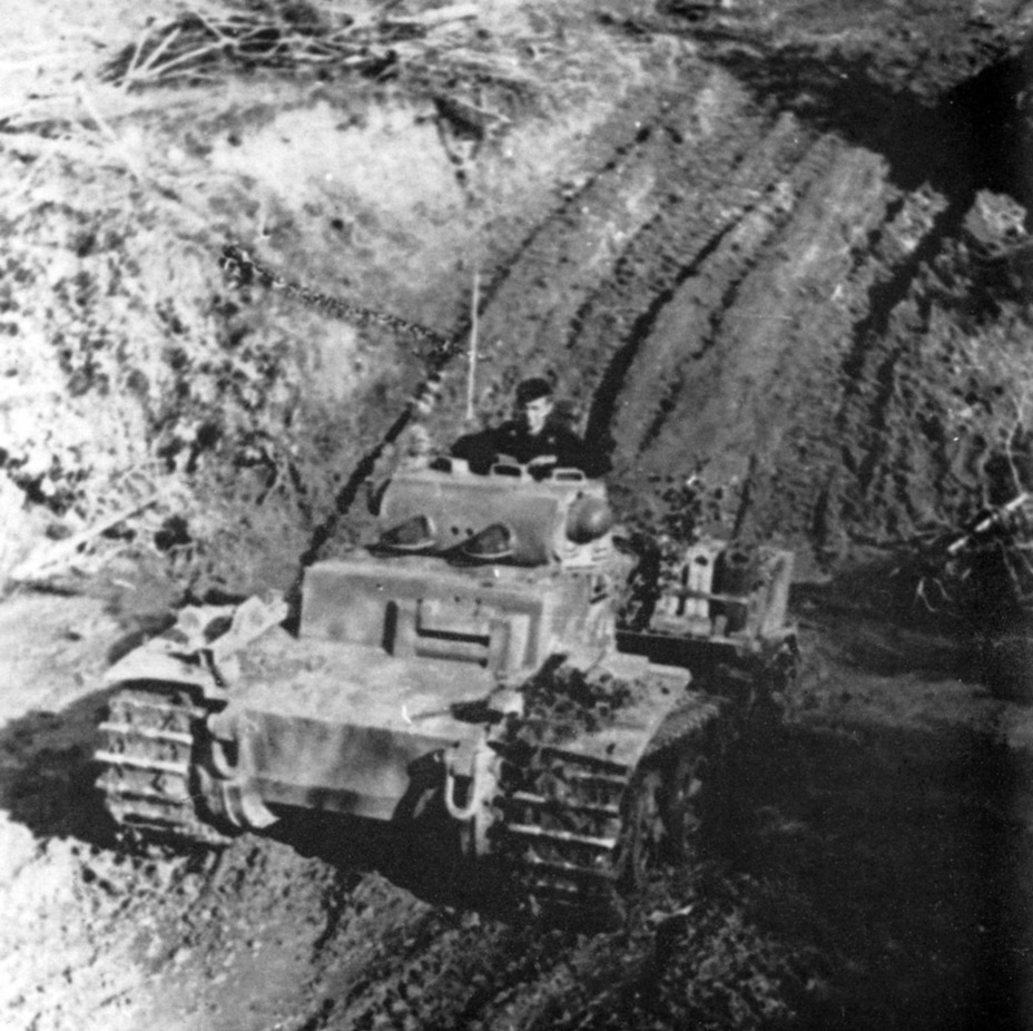 ​PzI Ausf. F on the Volkov Front. Wide tracks gave it decent mobility in the mud - Pz.Kpfw.I Ausf. F: Pocket Tiger | Warspot.net