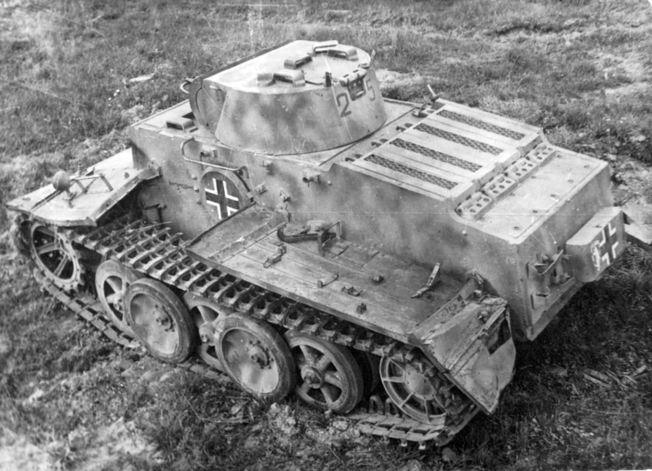 ​Due to the regiment's emblem, the tank was nicknamed «Bear» in the USSR - Pz.Kpfw.I Ausf. F: Pocket Tiger | Warspot.net