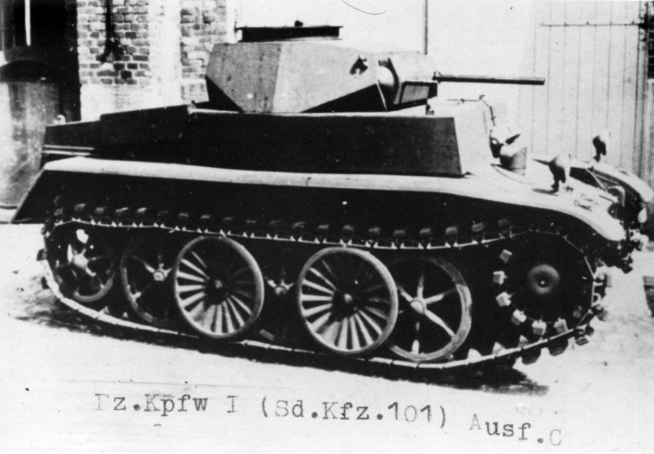 ​One of several experimental prototypes of the Pz.Kpfw.I n.A. built in 1941. The tank has early type tracks with rubber pads - Pz.Kpfw.I Ausf. C: Kniepkamp's Latecomer | Warspot.net