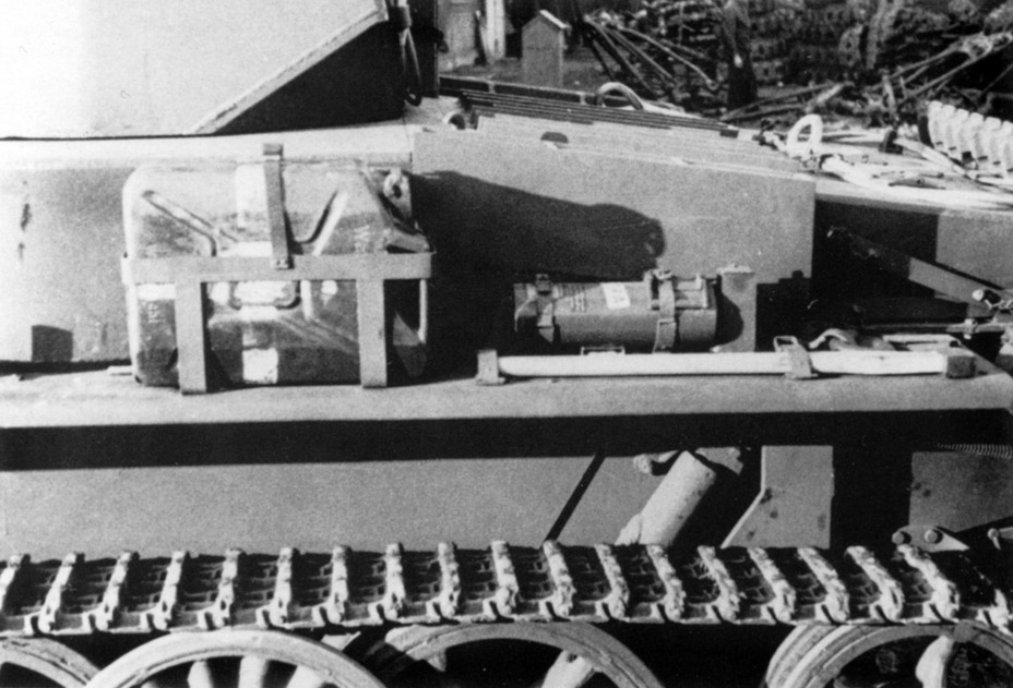 ​The side armour was improved to 20 mm. The photo shows applique armour installed on the side of the hull around the suspension - Pz.Kpfw.I Ausf. C: Kniepkamp's Latecomer | Warspot.net
