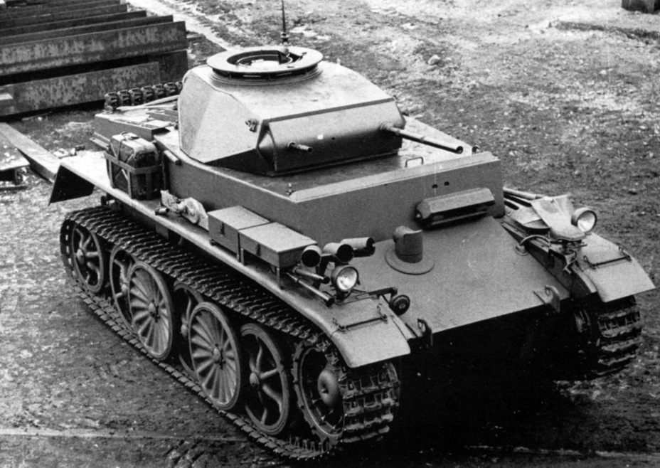 ​The right fender housed a battery of smoke grenade launchers - Pz.Kpfw.I Ausf. C: Kniepkamp's Latecomer | Warspot.net