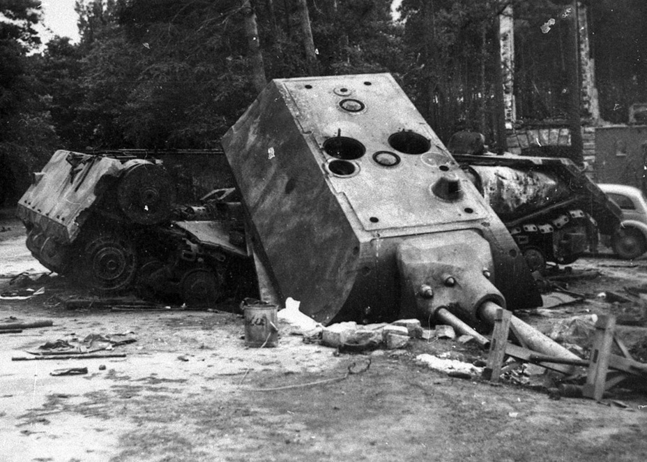 ​Pz.Kpfw. Maus, blown up near Zossen. The discovery of this tank prompted an increase in requirements for Soviet heavy tanks, killing the Object 257 - Object 257: The First IS-7 | Warspot.net
