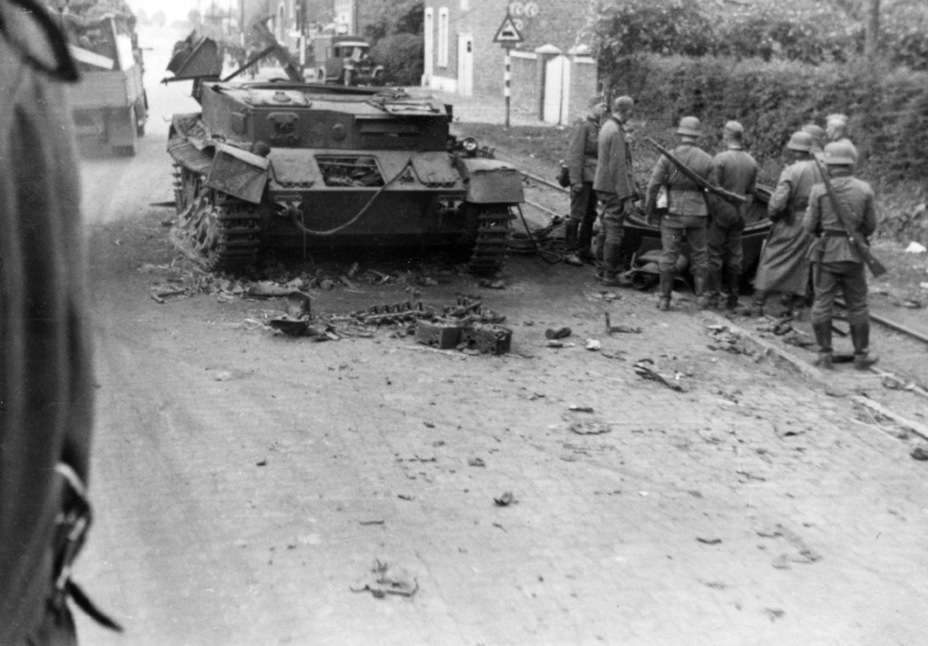 ​Torn off turrets were a common occurrence for the PzIV Ausf. D. France, May 1940 - Pz.Kpfw.IV Ausf. D through E | Warspot.net