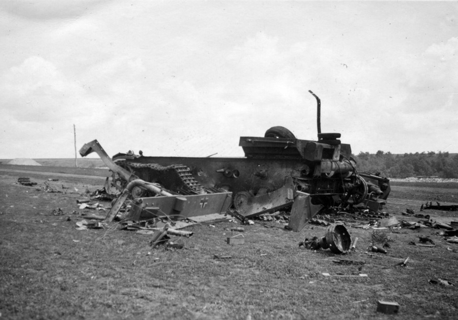 ​The result of a PzIV meeting a KV-2, summer 1941 - Pz.Kpfw.IV Ausf. D through E | Warspot.net