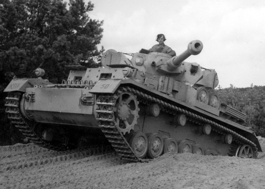 ​One of the PzIV Ausf. D tanks that was armed with a 7.5 cm KwK 40 cannon and equipped with spaced armour - Pz.Kpfw.IV Ausf. D through E | Warspot.net