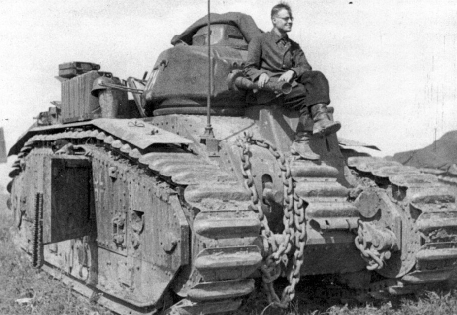 ​The second variant of the Pz.Kpfw. B2 flamethrower tank, hurriedly developed at Köbe - Char B in German Service | Warspot.net