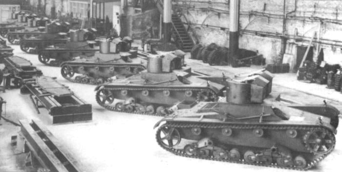 ​Vickers Mk.E Type A tanks destined for Poland at the assembly plant in Newcastle. The tanks were shipped to Poland without weapons. 7.92 mm wz.25 Hotchkiss machine guns were installed upon arrival - 7TP: Polish Vickers | Warspot.net