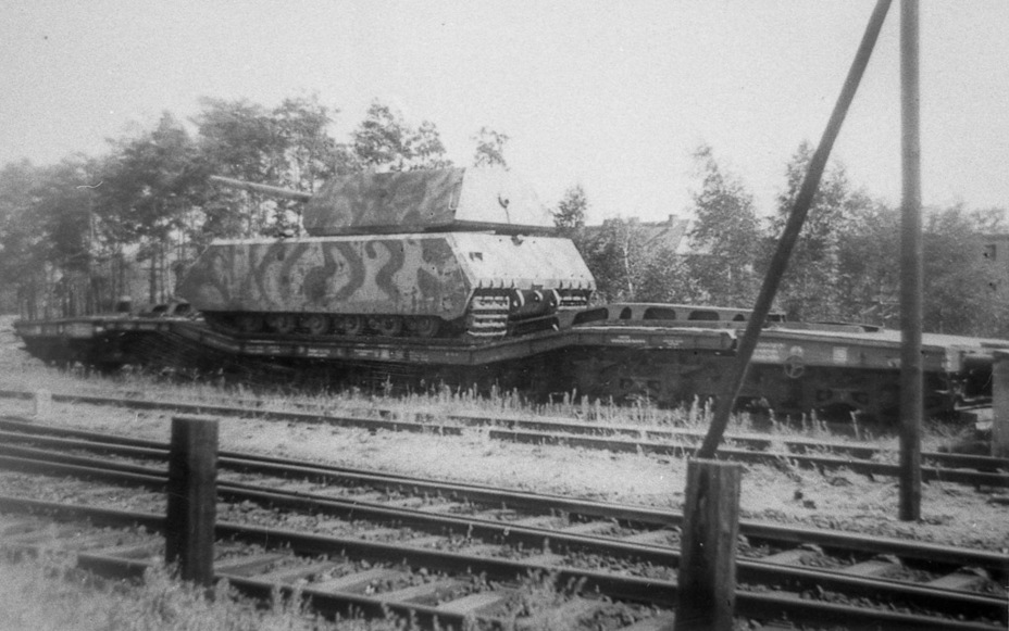​Maus assembled from two tanks, Kummersdorf, 1945 - Superheavy Trophy | Warspot.net