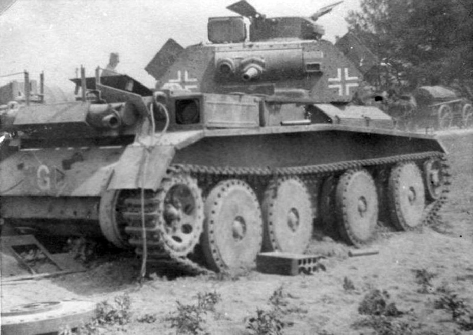 ​Typical Kreuzer Panzerkampfwagen Mk IV 744 (e) at the end of its career. The removed engine compartment roof indicates a broken engine - Cruiser IV: A Bit More Armour | Warspot.net