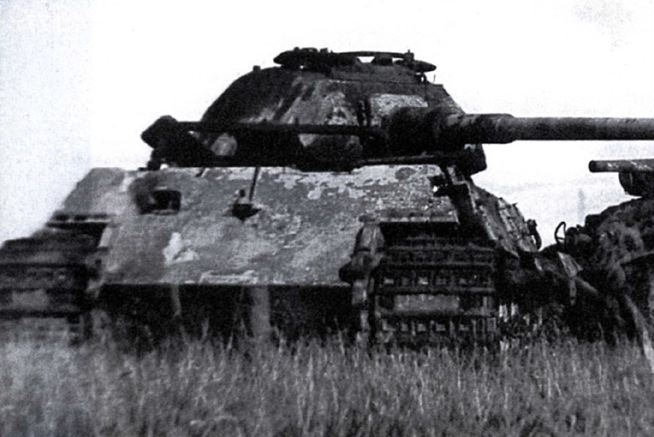 ​Tiger II from s.Pz.Abt. 503, disabled by a ram from Lieutenant Gorman's tank on June 18th, 1944. The appearance of a new German heavy tank was an unpleasant surprise for the American military - M6A2E1: The Heavy Clownshoe | Warspot.net