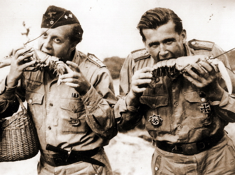 "​In general submariners' nutrition was very diverse and not without delicacies. In this photo made in 1944 two of U 672 crewmen posing while holding lobsters - What the ""Dönitz' grey wolves"" were eating? 
