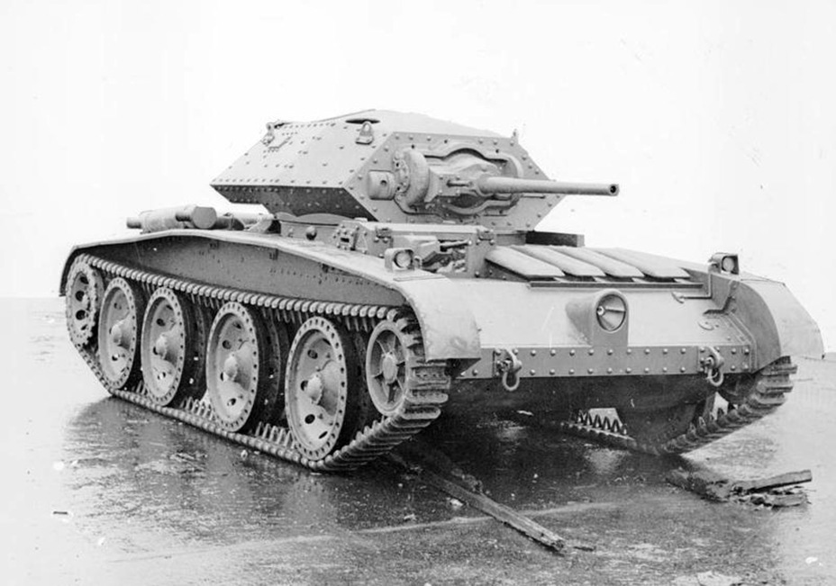 ​Pilot prototype of the Cruiser Mk.V, fall of 1940. The hull machinegun is a distinctive feature of this design - Covenanter: Reservist Tank | Warspot.net