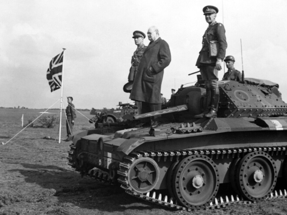 ​Winston Churchill using a Covenanter III from the 9th Armoured Division as a podium, May 1942 - Covenanter: Reservist Tank | Warspot.net