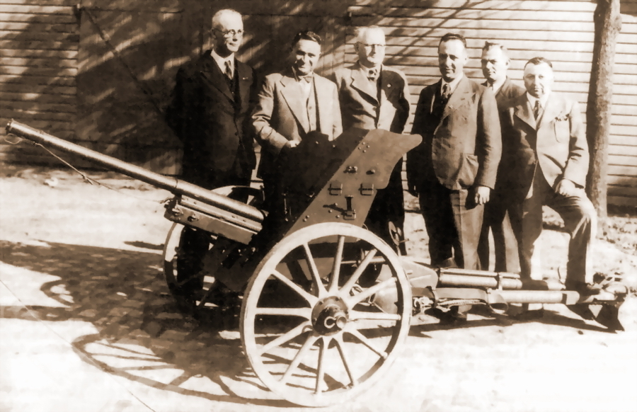 ​3.7 cm Tak. Early guns had a longer barrel, wooden wheels, and no suspension springs - 3.7 cm Pak: Life of the Doorknocker | Warspot.net