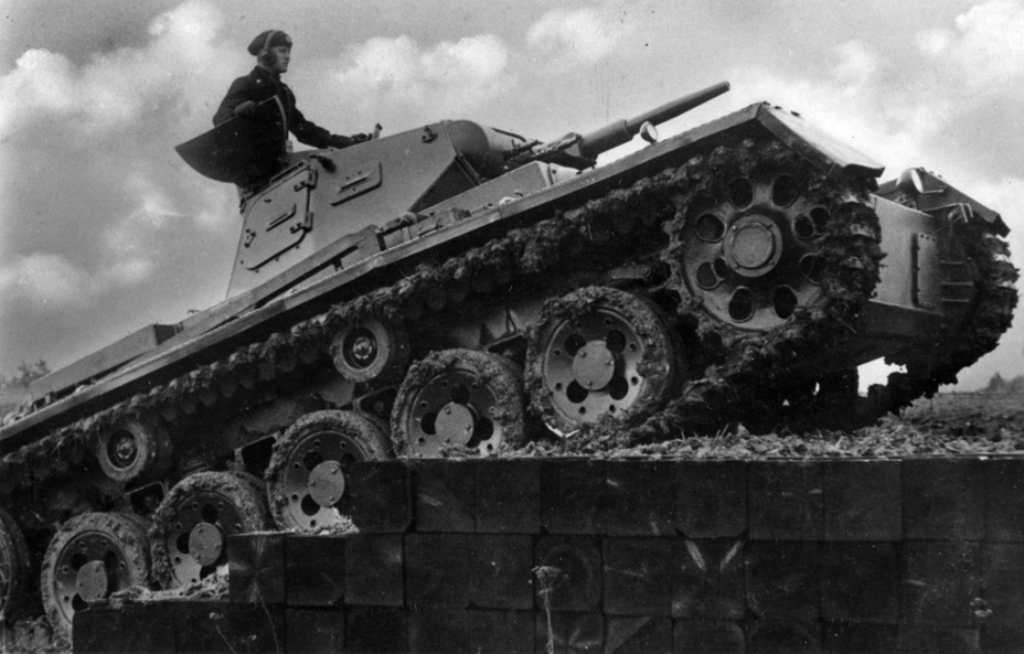 ​The changes made to the suspension can be seen here - Pz.Kpfw.III Ausf. A: Christie, German Style | Warspot.net