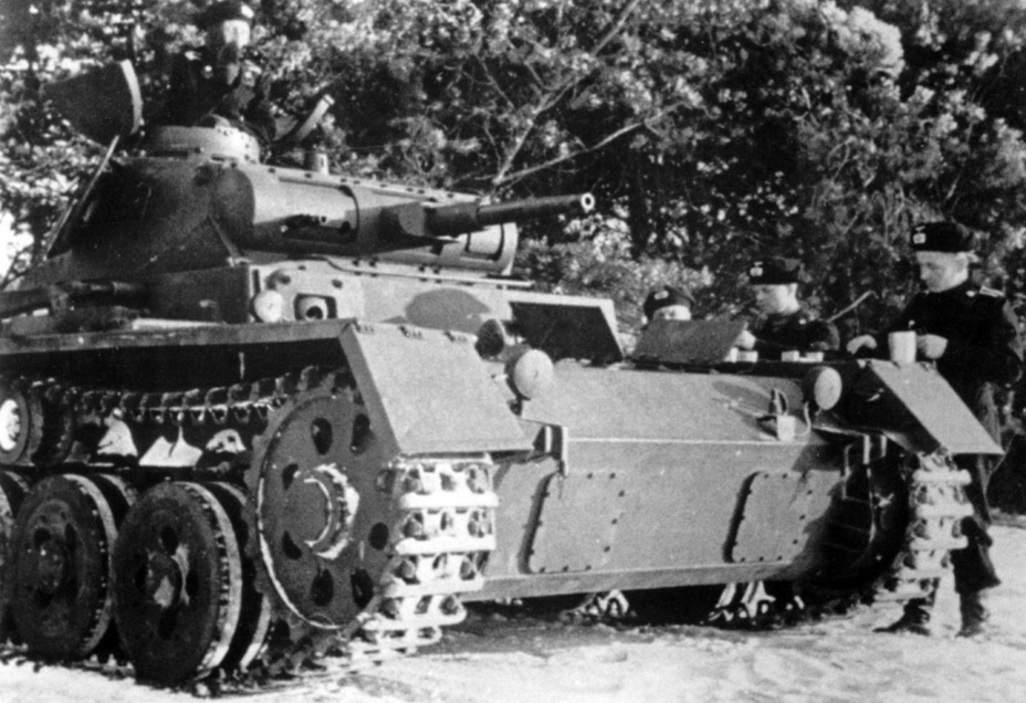 ​Converted tank. It has a new machinegun mount and a Notek light. Smoke grenade launchers would have been installed in the rear - Pz.Kpfw.III Ausf. A: Christie, German Style | Warspot.net