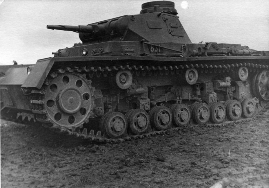 ​PzIII Ausf. C. The two main differences from its precursor are visible: a new commander's cupola and a redesigned suspension - Pz.Kpfw.III Ausf B-D | Warspot.net