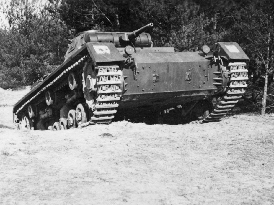 ​PzIII Ausf. B on maneuvers. The round brake access hatches, characteristic of this variant, are visible - Pz.Kpfw.III Ausf B-D | Warspot.net