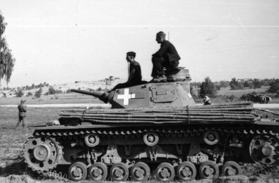 ​PzIII Ausf. D photographed during the Poland campaign - Pz.Kpfw.III Ausf B-D | Warspot.net