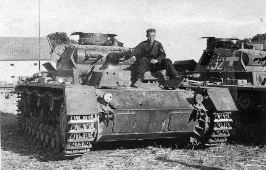 ​Early PzIII tanks knocked out during the Polish campaign. Polish 37 mm armour piercing shells passed through their armour like it wasn't there - Pz.Kpfw.III Ausf B-D | Warspot.net