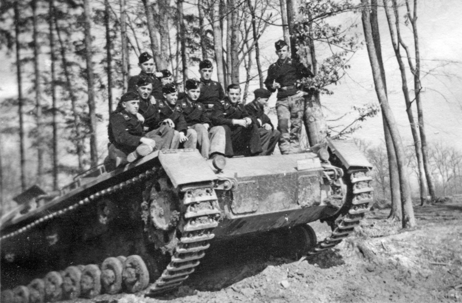 ​Most PzIII Ausf. A-D tanks that were reclaimed in the winter of 1940 were sent to training units. Some of them had their turrets and turret platforms removed - Pz.Kpfw.III Ausf B-D | Warspot.net
