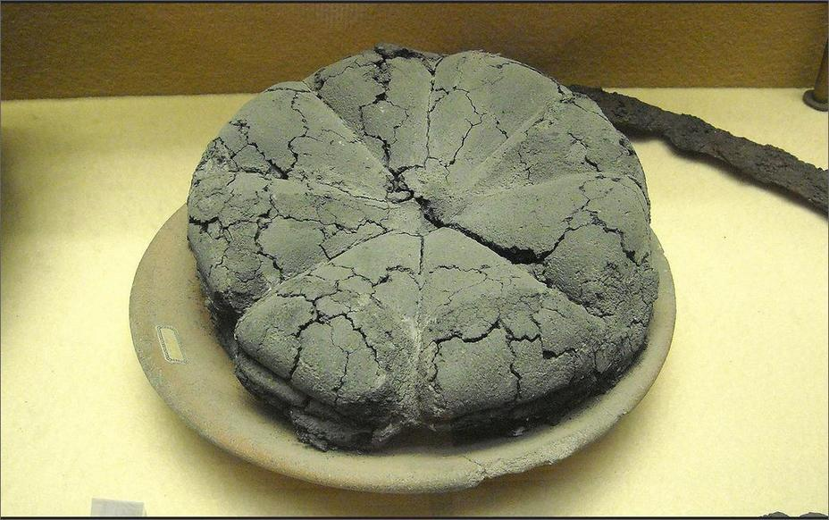 ​Charred loaf of Roman bread from Pompeii. Bread weighing about one pound was sold for 2 asses per loaf. Naples, National Archaeological Museum - Diet of Legionaries | Warspot.net