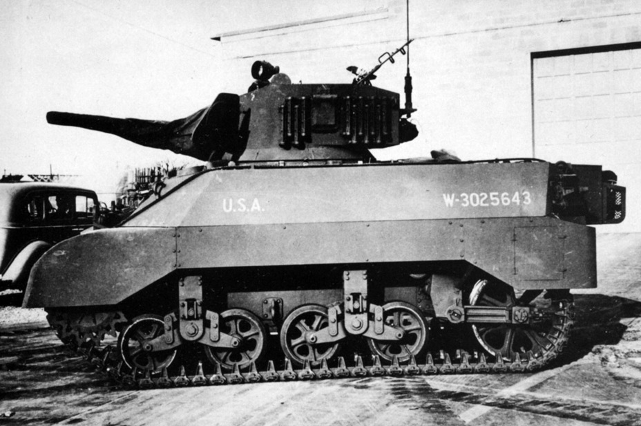 ​Grousers carried on the side of the turret can be seen from this angle - Light Tank M3A3: American Emigrant | Warspot.net