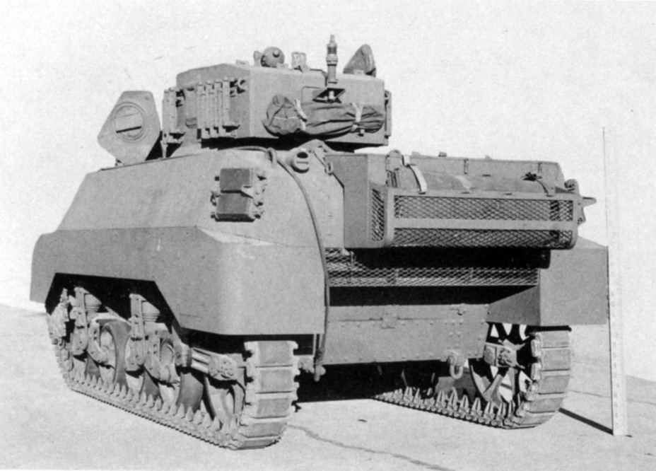 ​Mass produced tanks received a large toolbox on the back - Light Tank M3A3: American Emigrant | Warspot.net
