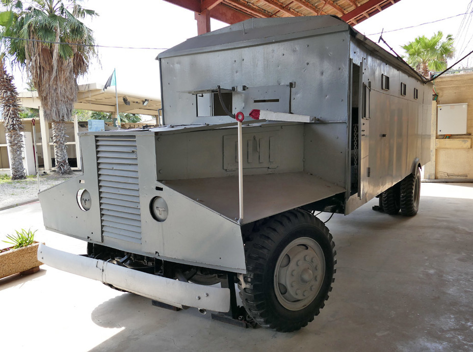 ​An armoured bus, designed for trips to the Hadassah hospital - Israeli Sandwiches | Warspot.net