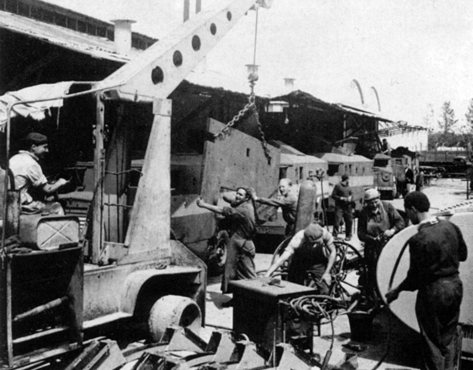 ​Assembly of a «sandwich» on the chassis of a Canadian Ford truck, spring of 1948 - Israeli Sandwiches | Warspot.net