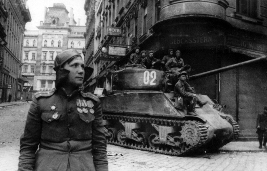 ​Tanks from the 1st Guards Mechanized Corps were the first to enter Vienna - M4A2(76)W: Emcha With a Long Hand | Warspot.net