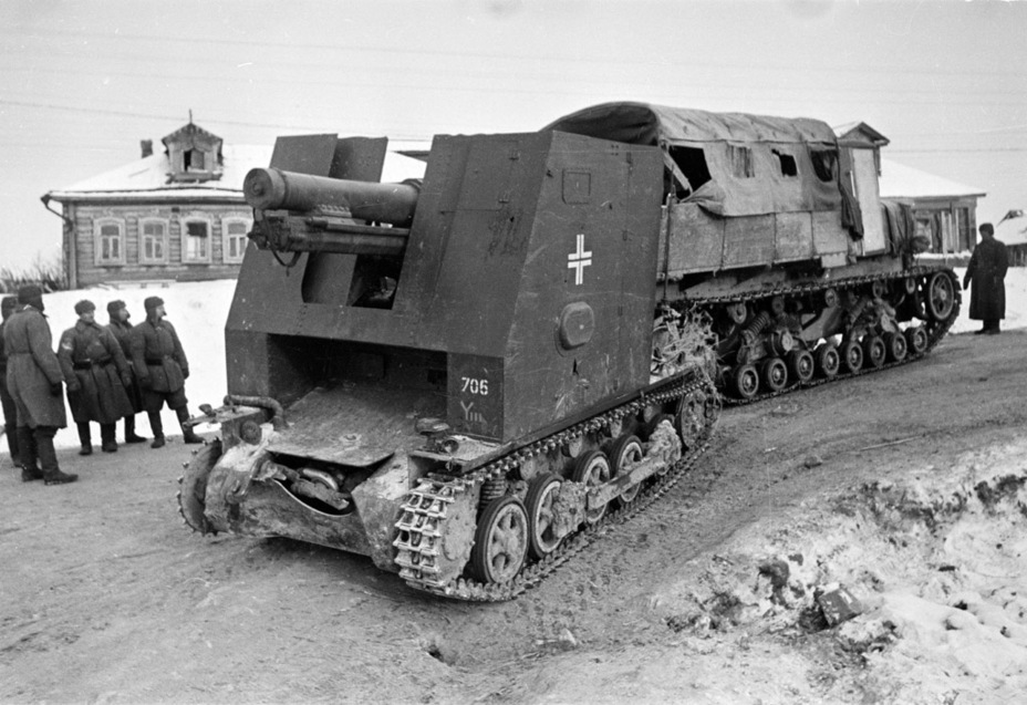 ​A Voroshilovets tractor is towing a captured SPG from the 705th battery. Winter of 1942 - Small, But Fierce | Warspot.net