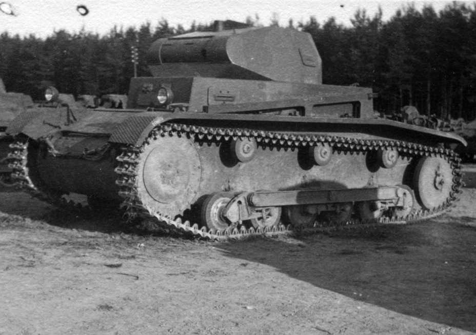 ​The first ten PzII Ausf. a/1 had aluminium idlers with rubber rims - Pz.Kpfw.II Ausf.a through b: An Unplanned Tank | Warspot.net