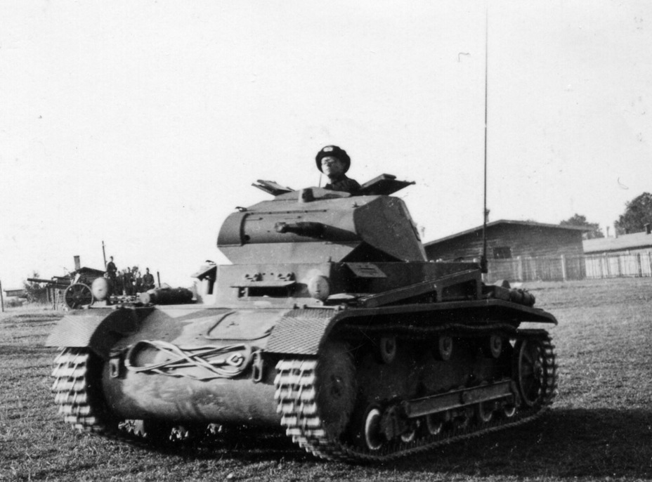 ​One of the features that distinguished the PzII Ausf.a/3 from its predecessors was the tow cable in the front - Pz.Kpfw.II Ausf.a through b: An Unplanned Tank | Warspot.net