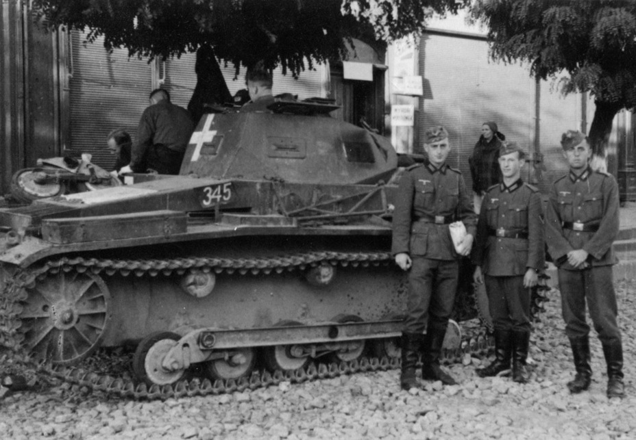 ​The spare bogey on the engine deck speaks volumes about the reliability of early PzII suspensions - Pz.Kpfw.II Ausf.a through b: An Unplanned Tank | Warspot.net