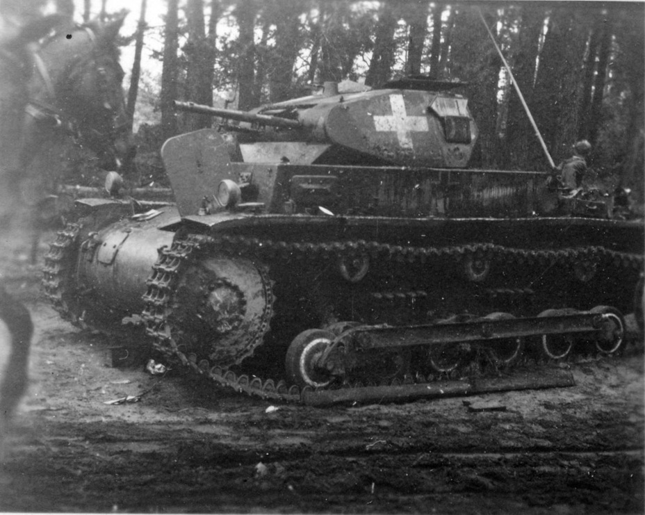 ​PzII Ausf.b knocked out in Poland - Pz.Kpfw.II Ausf.a through b: An Unplanned Tank | Warspot.net