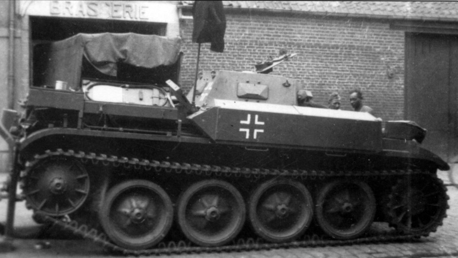 ​Flamethower tank from the 100th Flamethrower Tank battalion. You can see that the flamethrower fuel tank is covered with a special casing - Pz.Kpfw.II Ausf. D-E: Unlucky Torsion Bars | Warspot.net