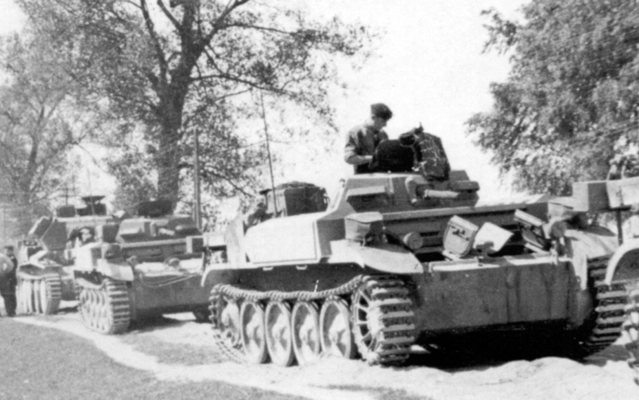 ​Column of the 101st battalion, Belarus, June 1941. A captured Kreuzer Panzerkampfwagen Mk IV 744 (e) can be seen in the column. On June 22nd, the battalion had 9 of them - Pz.Kpfw.II Ausf. D-E: Unlucky Torsion Bars | Warspot.net