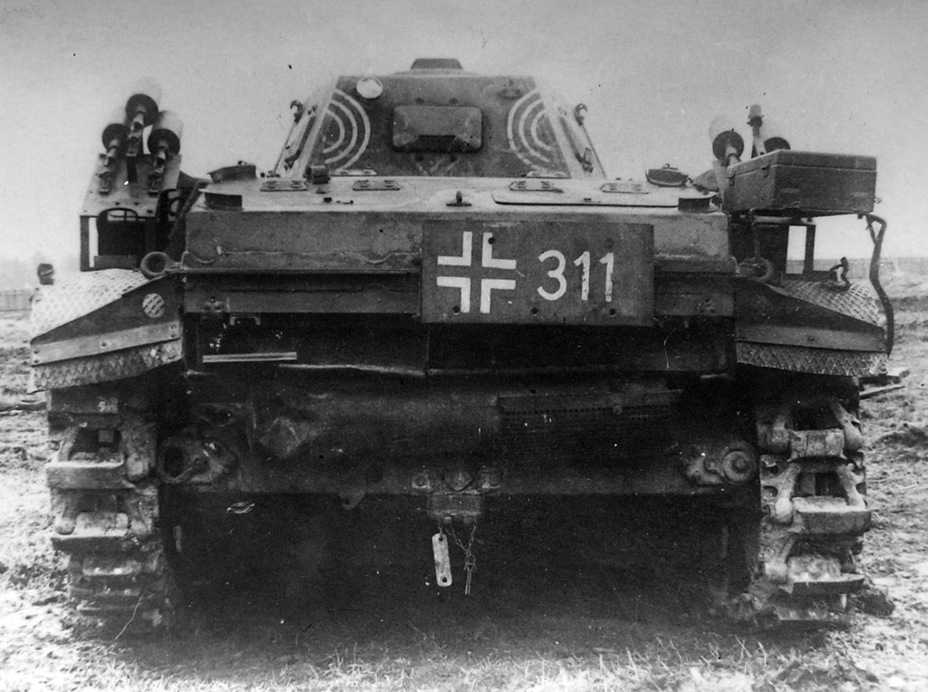​The same tank from behind. The markings on the back of the turret are characteristic of the 101st Flamethrower Tank Battalion - Pz.Kpfw.II Ausf. D-E: Unlucky Torsion Bars | Warspot.net