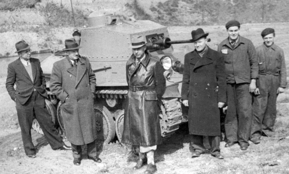 ​Swiss delegation in front of the Praga LTL-H. Captain Koenig is in the middle, in the leather coat - Praga LTL and Pzw 39: Tanks for Neutrals | Warspot.net