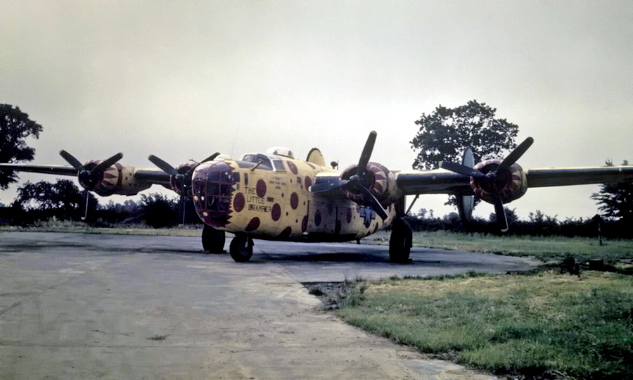 ​B-24D «The Little Gramper» with serial number 42-40722. Painted in yellow and red polka dot, the assembly ship of the 491st Bombardment Group was one of the brightest warplanes - Highlights for Warspot: Judas goats and polka dot | Warspot.net