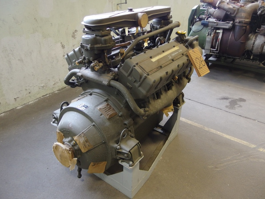 ​Ford GAA engine, Saumur tank museum - The Most American Sherman | Warspot.net