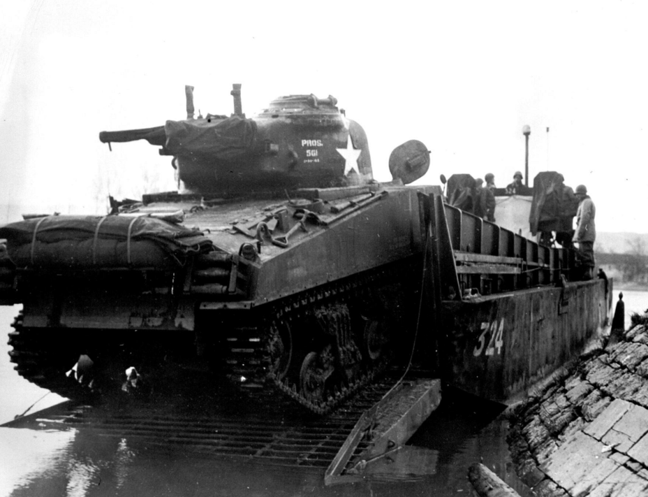 ​M4A3 tanks with T49 tracks were used on the front lines - The Most American Sherman | Warspot.net