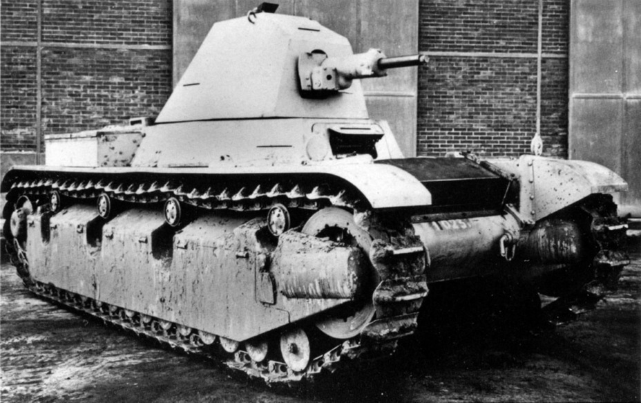 ​The same tank from the right. The prototype used a long barreled SA 38 gun - AMX 38: A Tank Between Classes | Warspot.net