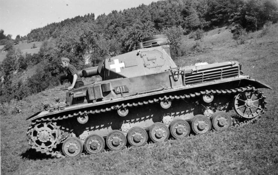 ​The AA machinegun mount, deemed uncomfortable to use, disappeared from the left side. Interestingly, this tank lacks the antenna deflector - Pz.Kpfw.IV Ausf. A through C | Warspot.net