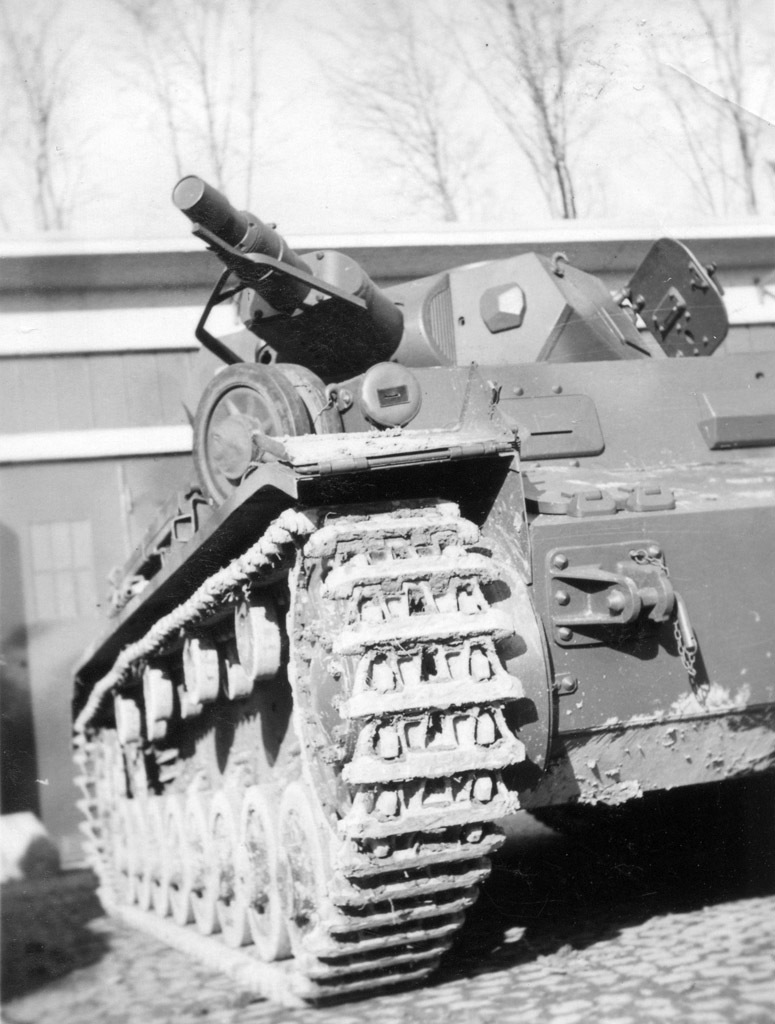 ​A new type of antenna deflector that was installed on all Ausf. C tanks - Pz.Kpfw.IV Ausf. A through C | Warspot.net