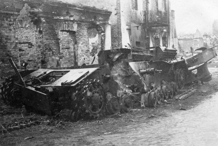 ​PzIV Ausf. C destroyed by an ammo rack explosion. Mszczonów, Poland, 1939 - Pz.Kpfw.IV Ausf. A through C | Warspot.net